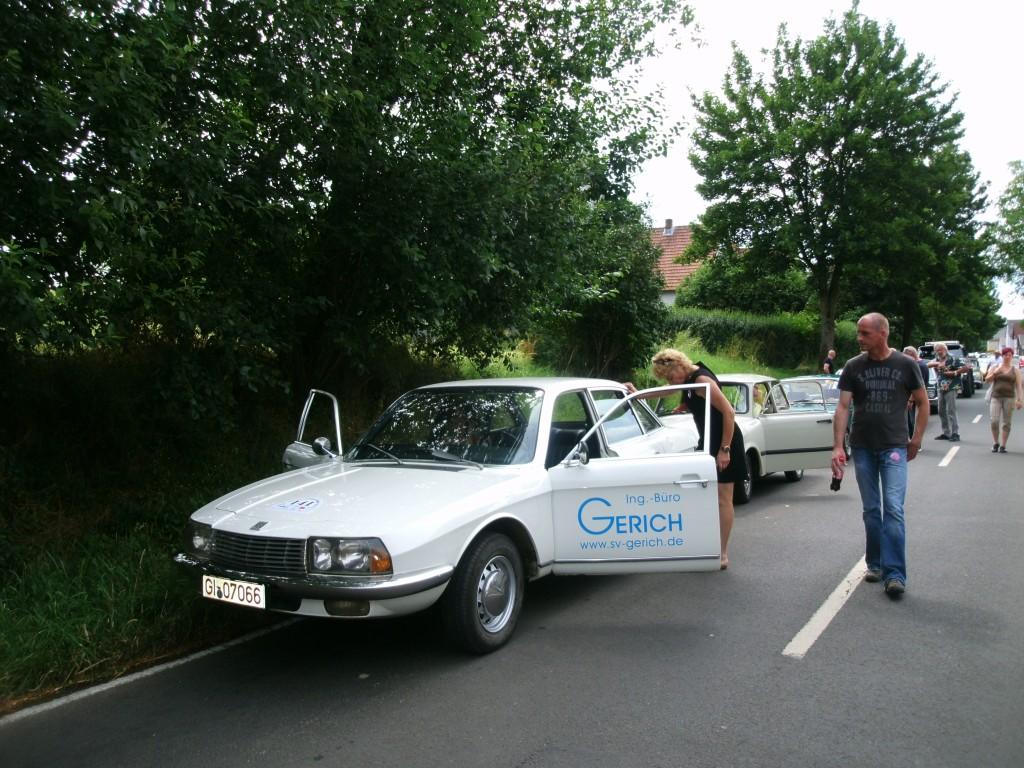 RO80 mit charmanter Besatzung
