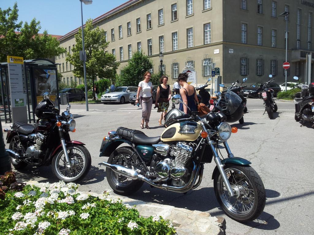 Krems ist eine wunderschöne Stadt mit viel südlichem Flair und wir begeben uns auf einen Bummel durch die Altstadt.