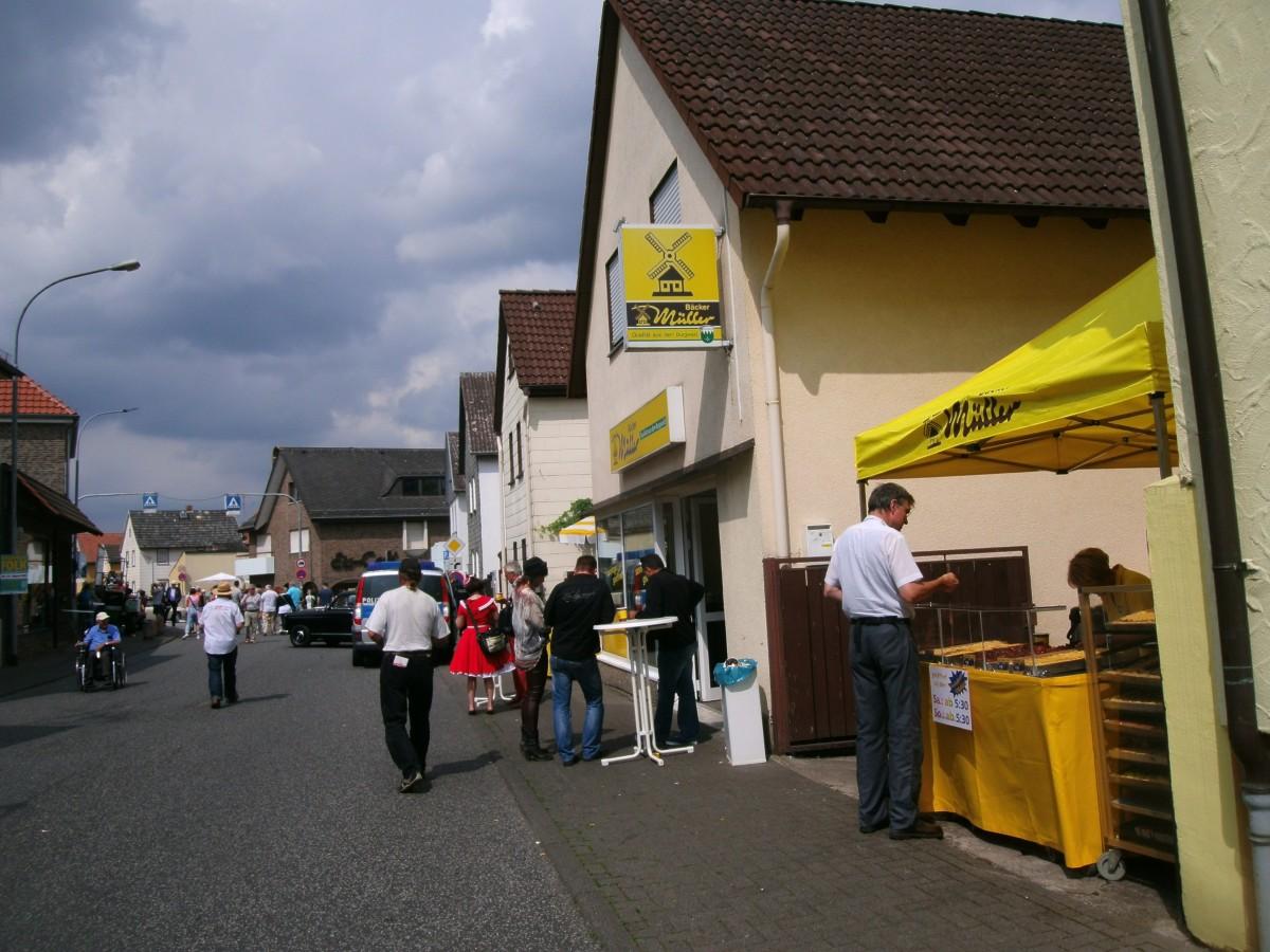 Beim Bäcker Müller gibts lecker Kuchen