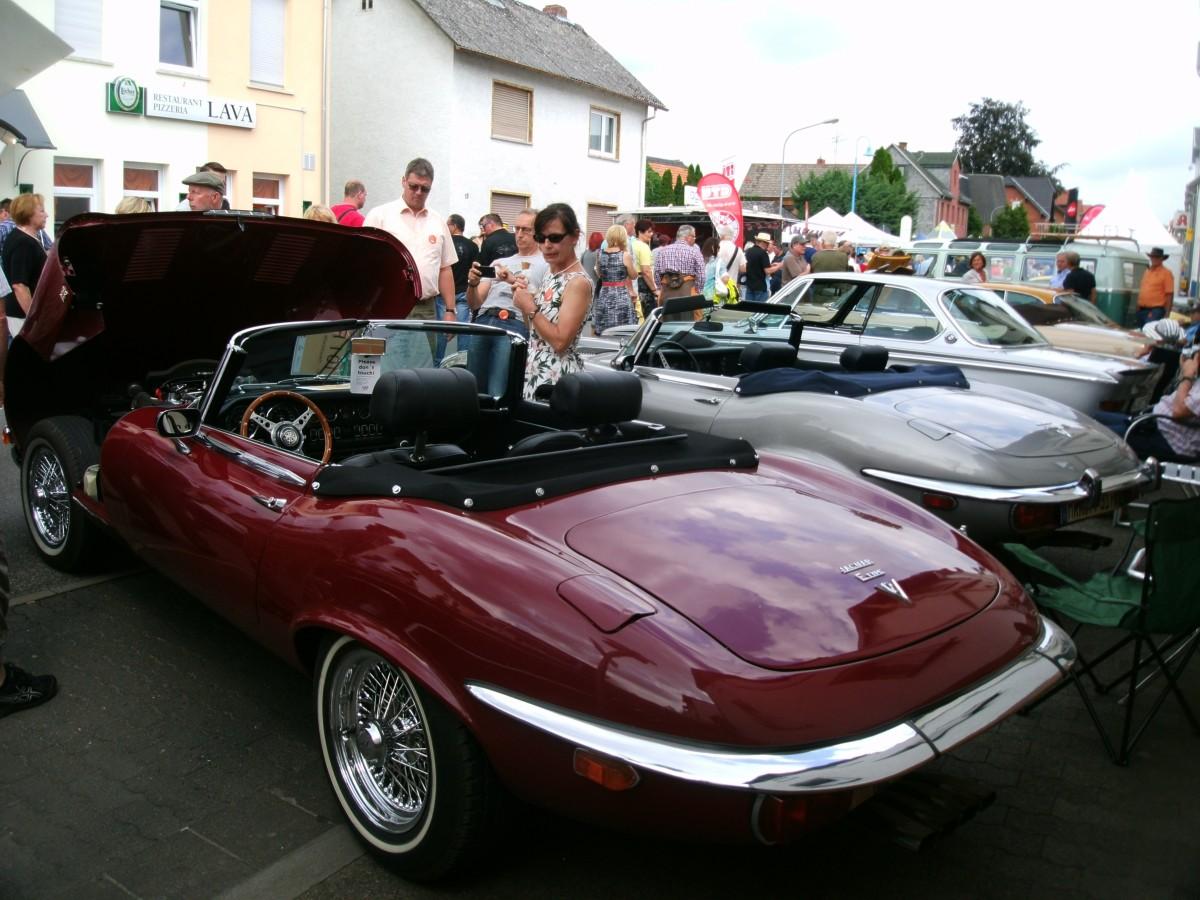 Und er sitzt im Jaguar E-Type