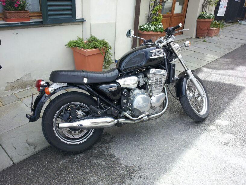 Thunderbird in der Toskana