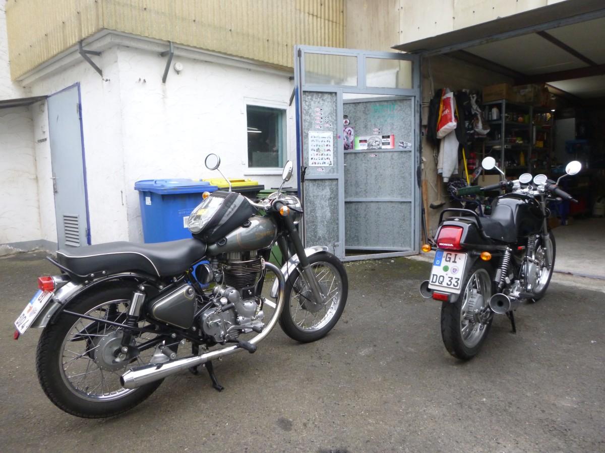 Enfield Bullet 500 und Honda XBR